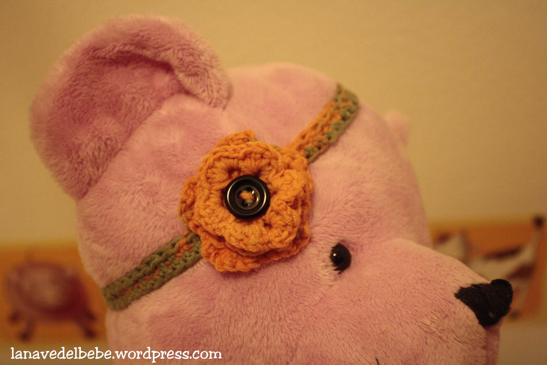 Diadema con flor de ganchillo